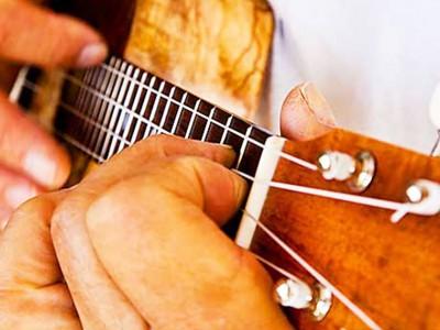烏克麗麗 08.動人的烏克麗麗旋律就從「和弦指法」伴奏開始
