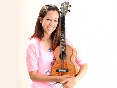 認識夏威夷烏克麗麗女樂手  BRITTNI PAIVA
