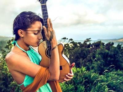 認識夏威夷烏克麗麗知名女樂手 TAIMANE GARDNER